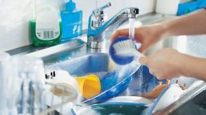Energiespar- Tipps: mit der Hand spülen