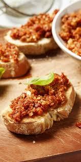 Pesto Rosso als Dip für Brot, Partysnack